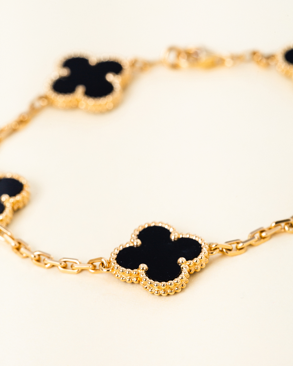 22fabfc2a06e7 Van Cleef   Arpels 5 Motif Vintage Alhambra Bracelet